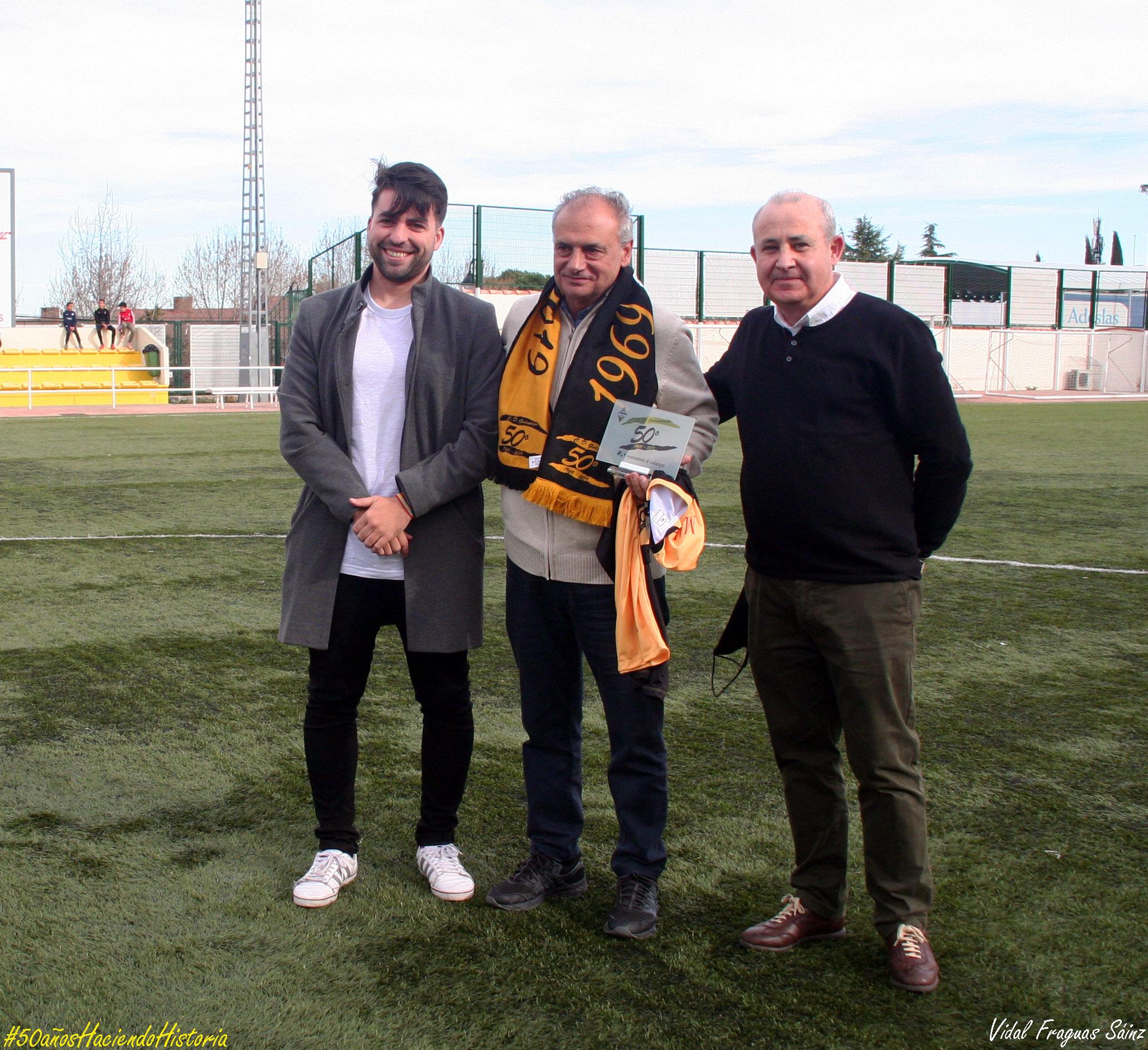 Marcelo Escudero, junto al presidente del club y el concejal de Deportes